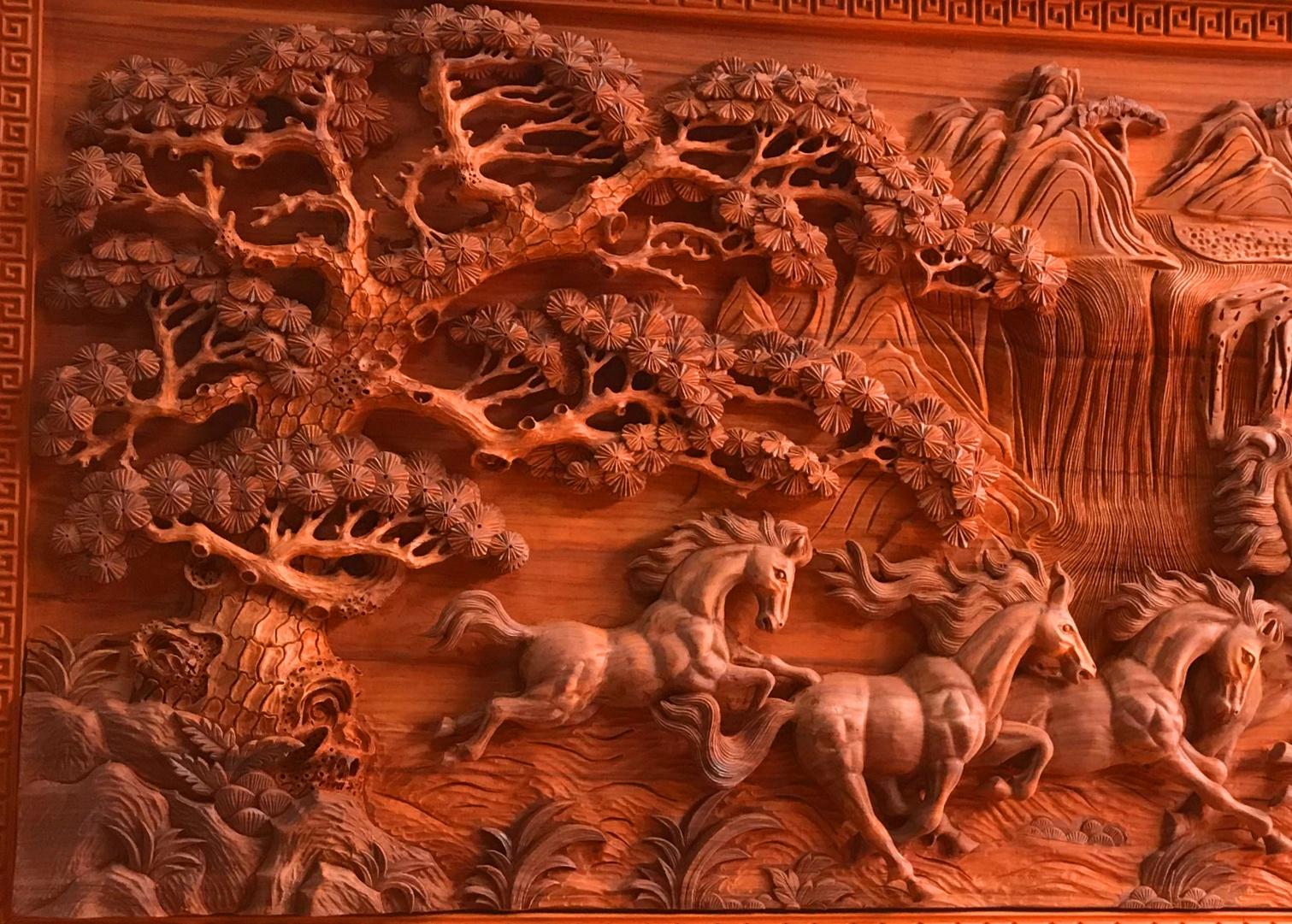 Tranh Gỗ Mã Đáo Thành Công - Tranh bát Mã khổ lớn là bức tranh đẹp của Khamtrai.com về một bầy ngựa thường gồm tám chú ngựa đang phi nước đại tiến .