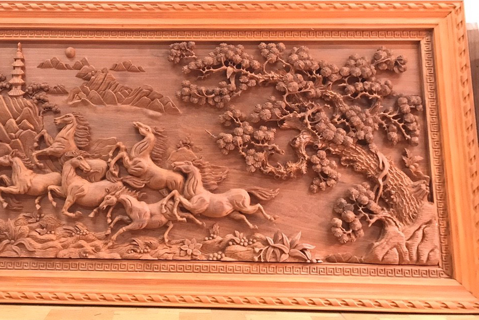 Đặc biệt, gỗ này có đường vân gỗ tự nhiên rất đẹp, gần như là đẹp nhất trong các loài gỗ. Kích