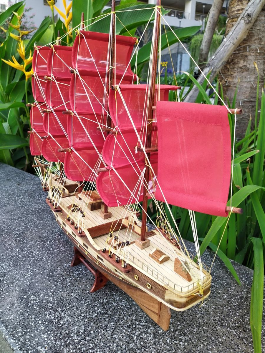Mô hình thuyền buồm phong thủy - Kt Dài 75 (Thân 60cm ) x13 x 58cm - PH03C (1)